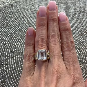Lago cocktail quartz ring